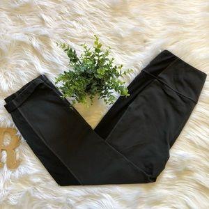 Lucy Powermax  Size M Black Gray Capri Zipper